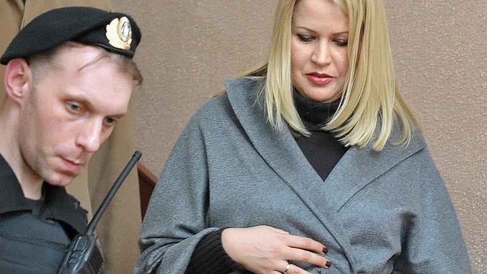 Бывший руководитель департамента имущественных отношений Министерства обороны России Евгения Васильева (справа)