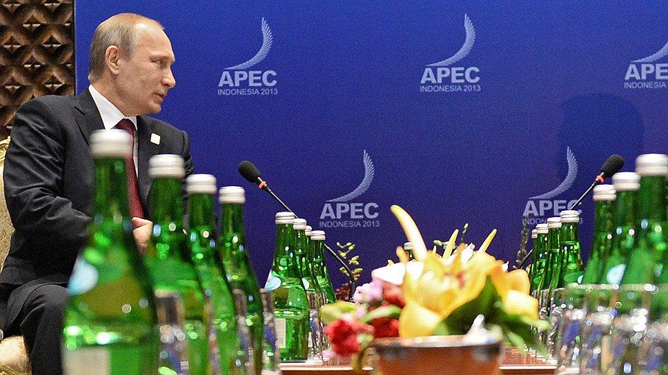 Президент России Владимир Путин (слева) и президент Индонезии Сусило Бамбанг Юдойоно (справа)