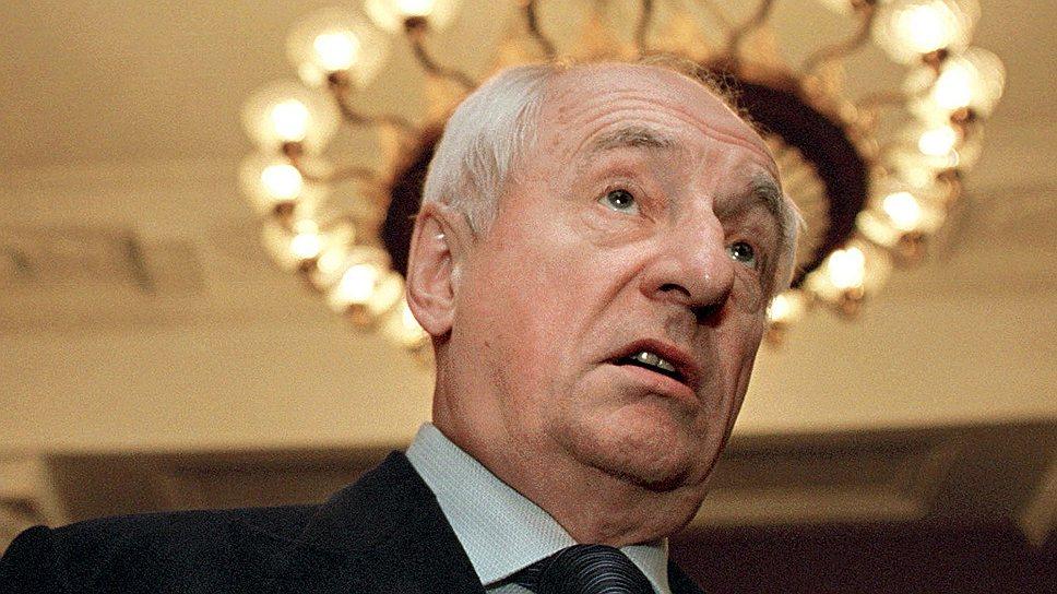 В 1989-1991 годах Марк Захаров был народным депутатом СССР от Союза театральных деятелей. Состоял в КПСС, но весной 1991 года сжег свой партбилет в эфире программы «Взгляд»
