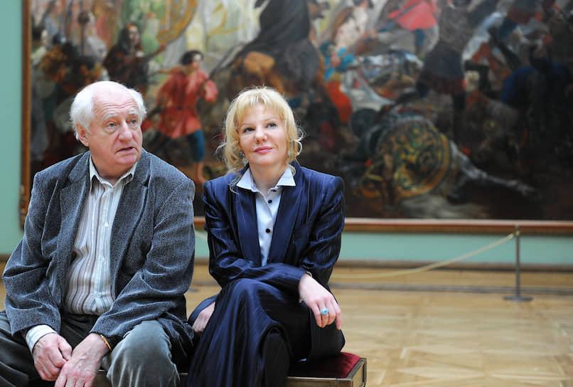 Марк Захаров был женат на актрисе Нине Лапшиновой. Дочь — Александра Захарова (справа) — народная артистка РФ, актриса «Ленкома»