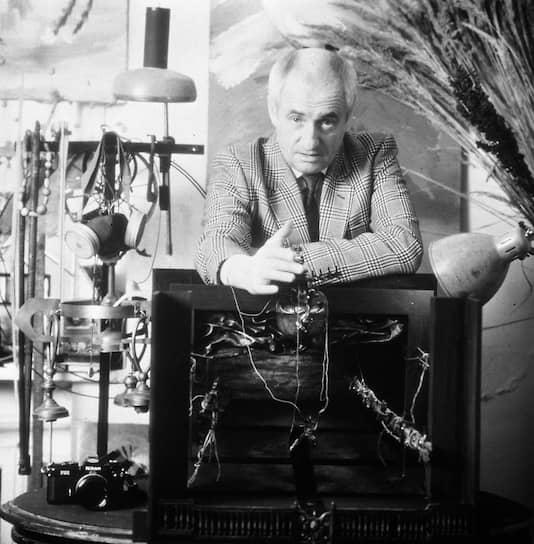 В 1978-2006 годах Марк Захаров преподавал на режиссерском факультете ГИТИСа. Студенты в шутку называли его «Мрак Анатольевич»