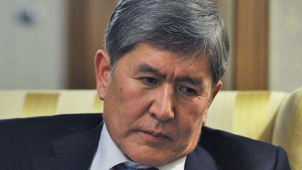Оппозиционеры выступают против «узурпации власти» Социал-демократической партией, подконтрольной президенту Алмазбеку Атамбаеву (на фото)