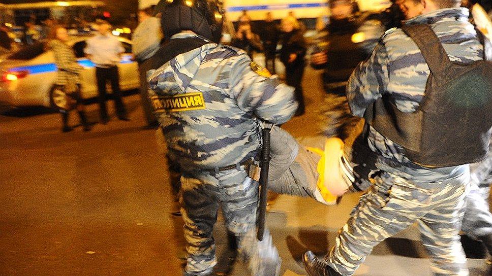 В 10 вечера полиция начала массовые проверки документов в Бирюлево. По-прежнему перекрыты пути, связывающие Бирюлево Западное и Бирюлево Восточное