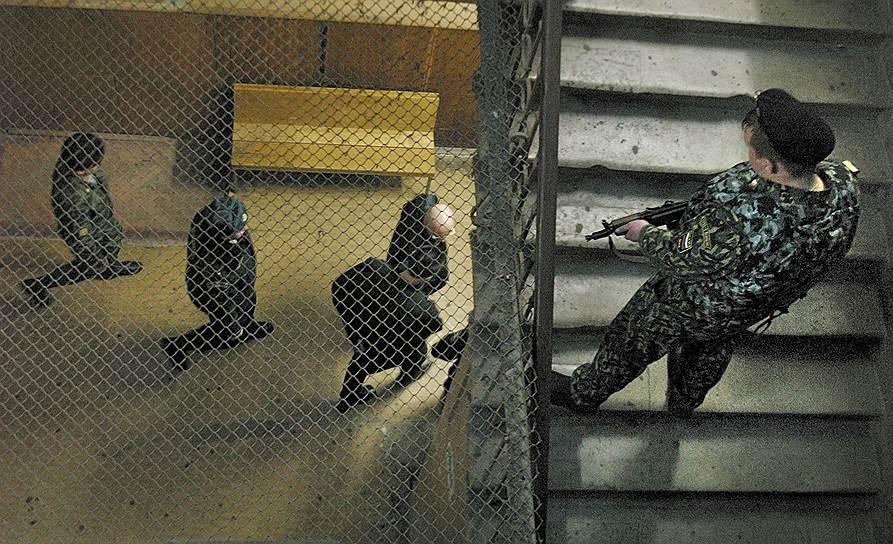 На поиск подозреваемых в убийстве ушло почти четыре года. В 2002 году были арестованы шесть членов тамбовской преступной группировки по обвинению в причастности к преступлению. Еще пять человек были объявлены в розыск