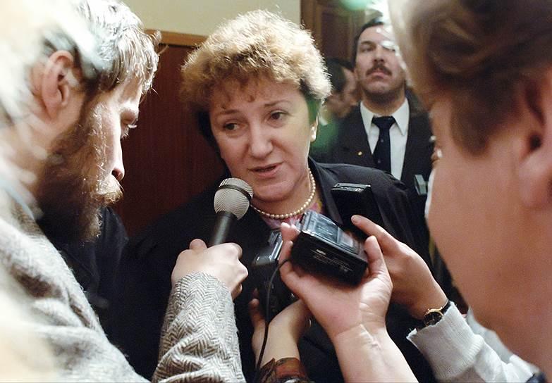 С июля 1991 по ноябрь 1992 года Галина Старовойтова была советником президента РСФСР Бориса Ельцина по вопросам межнациональных отношений. В октябре 1993 года возглавила лабораторию этнополитических проблем в Институте экономических проблем переходного периода