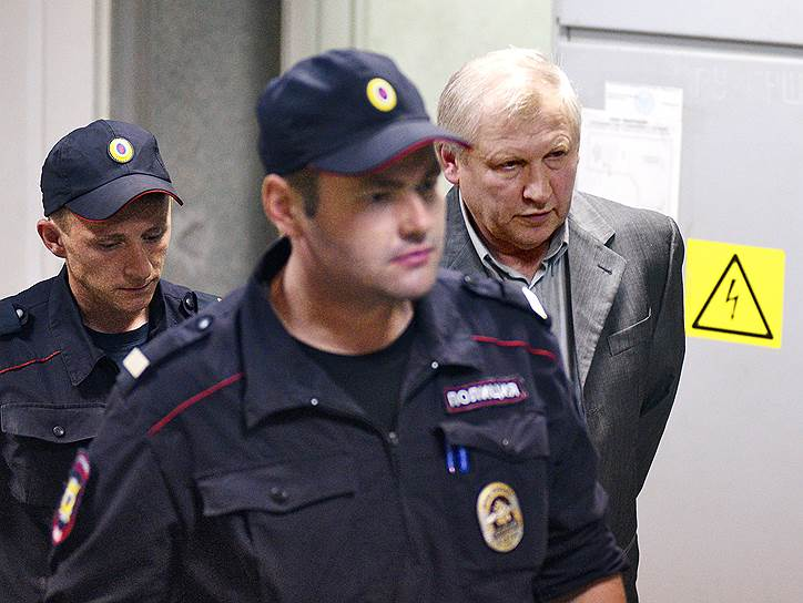 В ходе судебных процессов 2003-2006 годов свидетели называли причастным к организации преступления Михаила Глущенко (на фото), депутата Госдумы II созыва от ЛДПР, по версии СМИ, одного из лидеров тамбовской группировки. В 2009 году он был арестован, позже сознался в подготовке убийства и в 2015 году был осужден на 17 лет