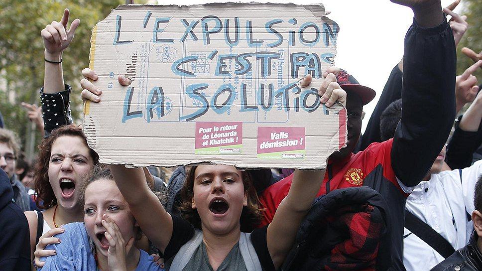 Во Франции набирает обороты скандал вокруг высылки из страны 15-летней школьницы-цыганки Леонарды Дибрани