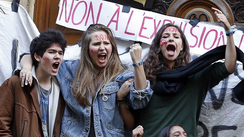 Леонарда Дибрани была выслана из Франции в Косово вслед за своей семьей 9 октября. По данным властей, ее родители, цыгане из Косово, запросили убежище во Франции еще в 2009 году, приехав в страну нелегально