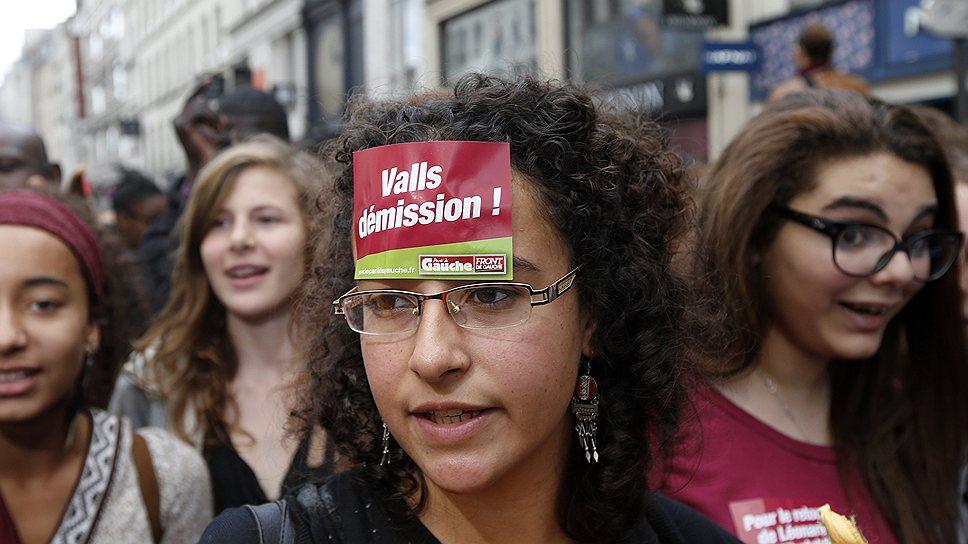 Скандал, вызванный арестом и вспыхнувшей с новой силой дискуссией о положении детей мигрантов, набрал такие обороты, что комментировать ситуацию пришлось не только министру внутренних дел Манюэлю Вальсу, но и премьеру Жан-Марку Эро