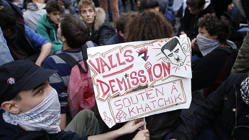Господин Вальс назвал депортацию семьи «законной», но распорядился провести расследование. Жан-Марк Эро же в среду пообещал, что семья Дибрани вернется во Францию, если выяснится, что права девочки были нарушены