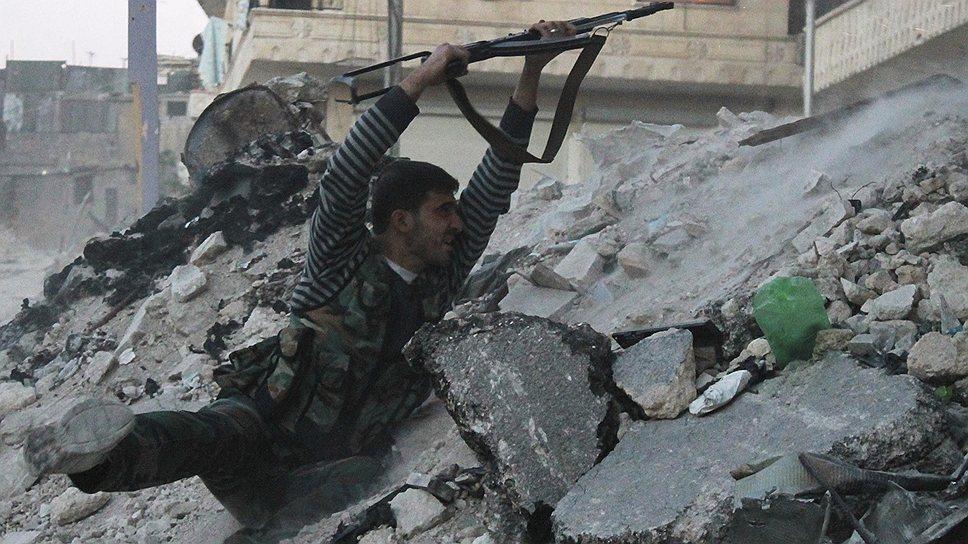 Правительственные войска в течение нескольких дней штурмовали жилые кварталы, где укрылись солдаты, дезертировавшие из армии и перешедшие на сторону оппозиции. Одни источники говорят о 8 тыс. бойцов, другие — о 15 тыс.