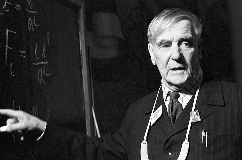 1978 год. Нобелевская премия по физике присуждена советскому ученому Петру Капице «за его базовые исследования и открытия в физике низких температур» (главным образом, за открытие явления сверхтекучести жидкого гелия, а также за авторство термина «сверхтекучесть»)