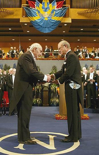 2003 год. Нобелевская премия по физике присуждена российским физикам Алексею Абрикосову и Виталию Гинзбургу (на фото) «за создание теории сверхпроводимости второго рода и теории сверхтекучести жидкого гелия-3»