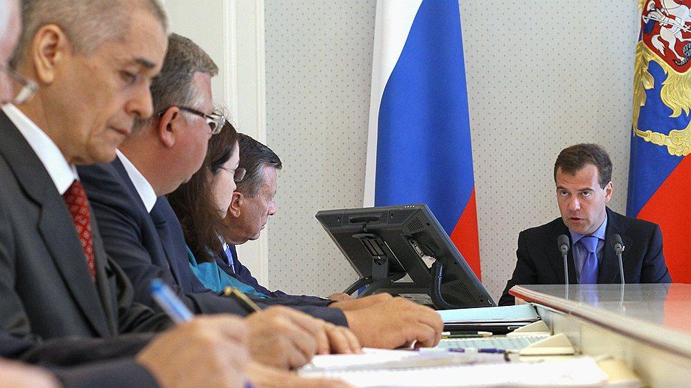 Геннадий Онищенко (второй слева) и Дмитрий Медведев