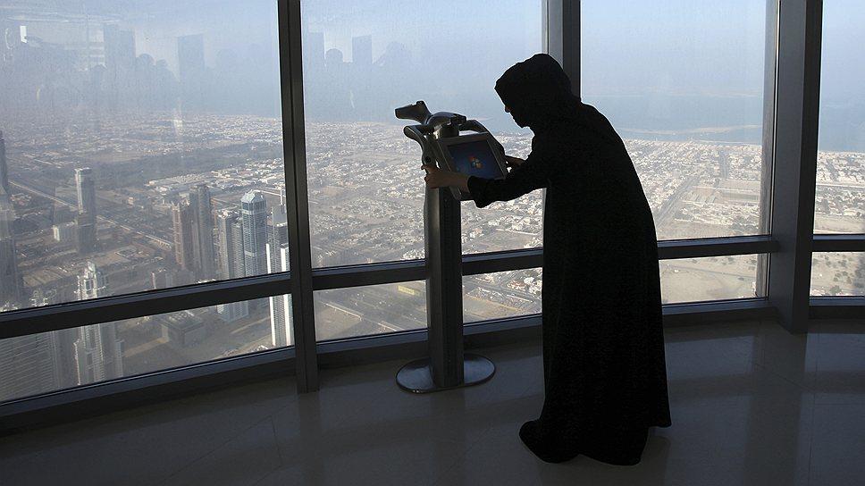 На 124 этаже (427 м над землей) небоскреба Burj Khalifa располагается верхняя смотровая площадка
