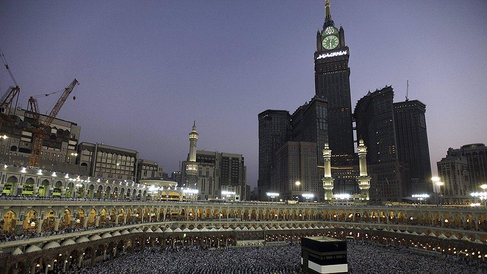 Самая высокий отель и второй по высоте небоскреб Makkah Clock Royal Tower был построен в Мекке. Строительство гостиницы, способной принять 100 тыс. паломников, завершилось в 2012 году