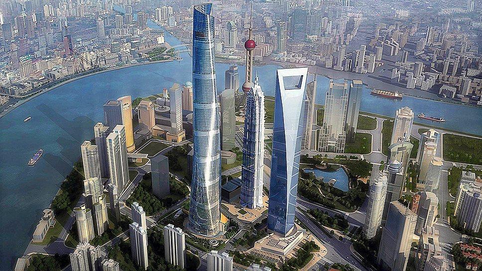 В отличие от Burj Khalifa, Makkah Clock Royal Tower и Taipei 101, Шанхайский всемирный финансовый центр высотой в 492 м не увенчан шпилем: архитектор Уильям Педерсен уже на стадии проектирования заявил, что здание и так будет выглядеть величественно