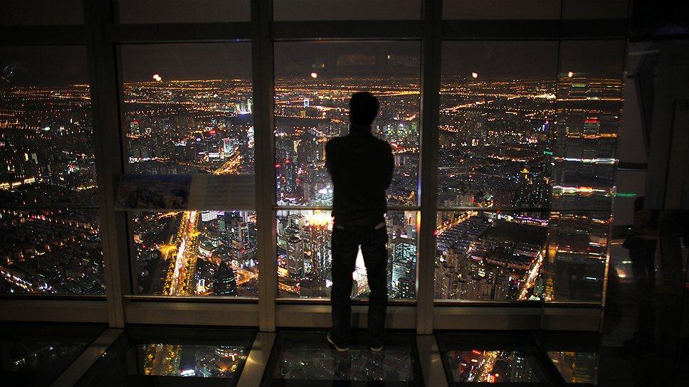 Смотровая площадка Шанхайского всемирного финансового центра находится на высоте 472 м — это лучший показатель среди других небоскребов мира