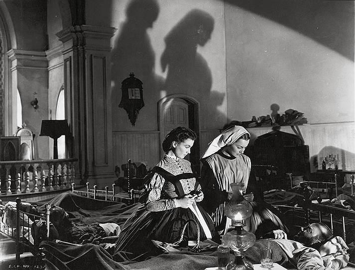 «Я говорю, что думаю и не притворяюсь, и я готова принять все последствия своего поведения» <br>В 1933 году девушка наняла агента Джона Гиддона, который заверил ее, что имя «Вивьен Холман» не подходит для актрисы. Отказавшись от предложенного псевдонима «Айприл Морн», она взяла имя «Вивьен Ли»
