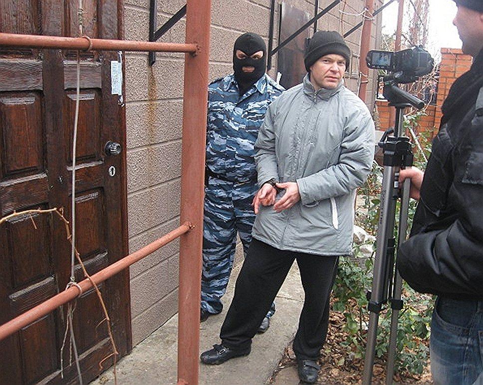 Лидер криминальной группировки Сергей Цапок (в центре)