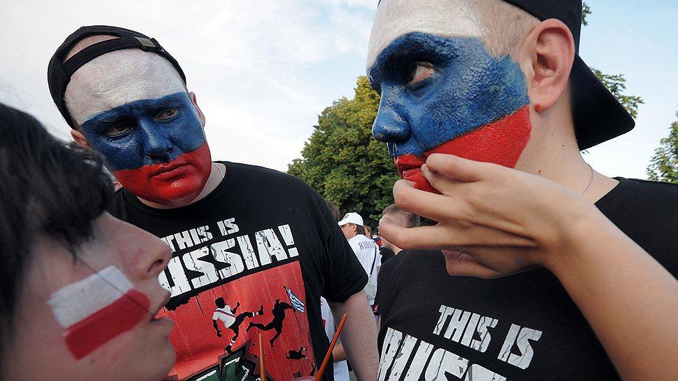 Для чего Владимир Путин расширяет использование флага и гимна