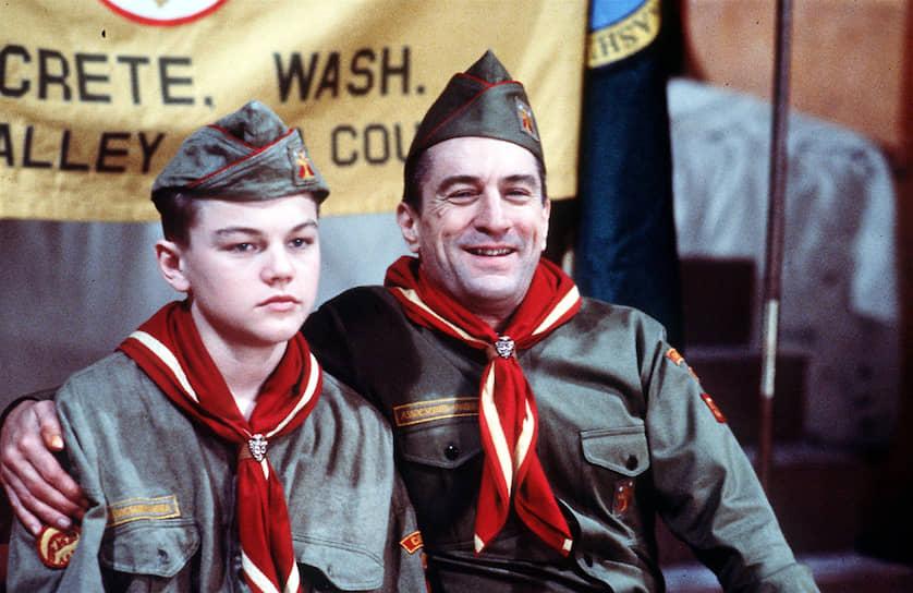 Когда Леонардо Ди Каприо исполнилось 15 лет, он сходил примерно на 160 различных кинопроб, не получив ни одной роли. Всего в начале карьеры он снялся в 30 рекламных роликах и даже нескольких сериях «Санта-Барбары». Первыми серьезными ролями актера стал умственно отсталый брат героя Джонни Деппа в картине «Что гложет Гилберта Грэйпа» и пасынок Роберта Де Ниро в фильме «Жизнь этого парня»: в некоторых сценах Ди Каприо приходилось специально горбиться, чтобы выглядеть ниже Де Ниро