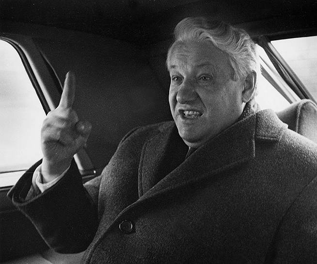 1991 год. Президент РСФСР Борис Ельцин подписывает пакет из десяти указов и правительственных постановлений о переходе России к рыночной экономике