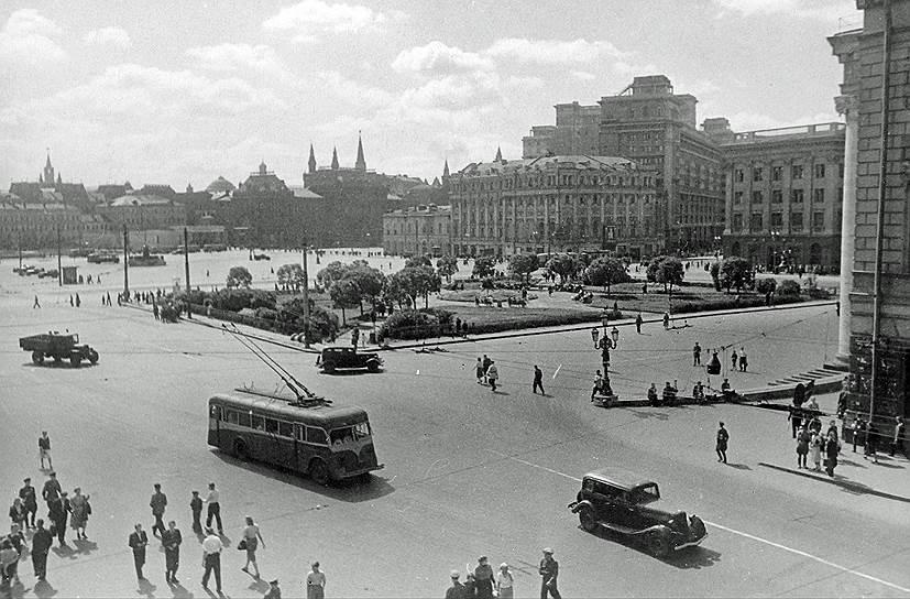 1933 год. В Москве началось регулярное движение троллейбусов