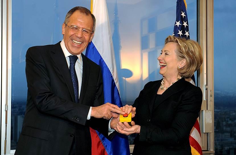 В 2008 году после избрания Дмитрия Медведева президентом России и Барака Обамы президентом США наступило временное потепление. Страны объявили о «перезагрузке» отношений, госсекретарь Хиллари Клинтон вручила министру иностранных дел Сергею Лаврову резиновую кнопку со словом Peregruzka