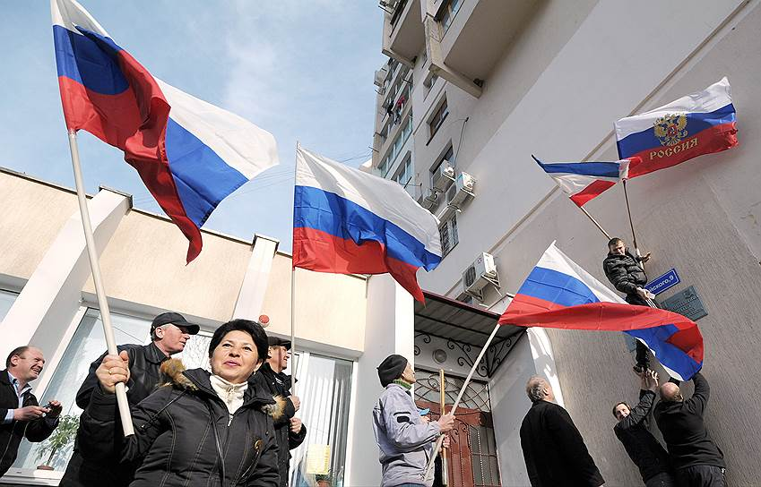 После крымского референдума США и европейские партнеры ввели первый пакет санкций, а российские власти в ответ объявили продовольственное эмбарго