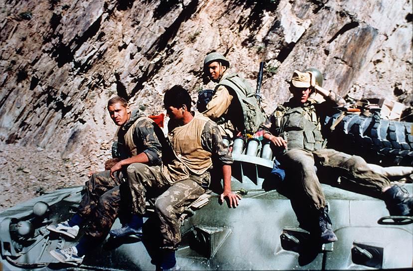 Однако уже через полгода СССР ввел войска в Афганистан. На десять лет этот конфликт стал определяющим фактором в отношениях с США