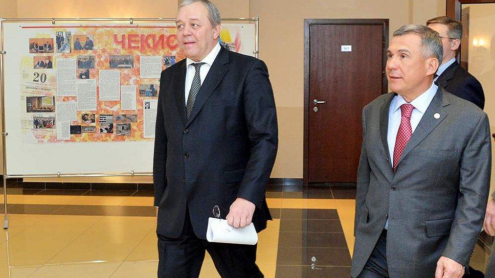 Начальник УФСБ по Татарстану Александр Антонов (слева) с президентом республики Рустамом Миннихановым