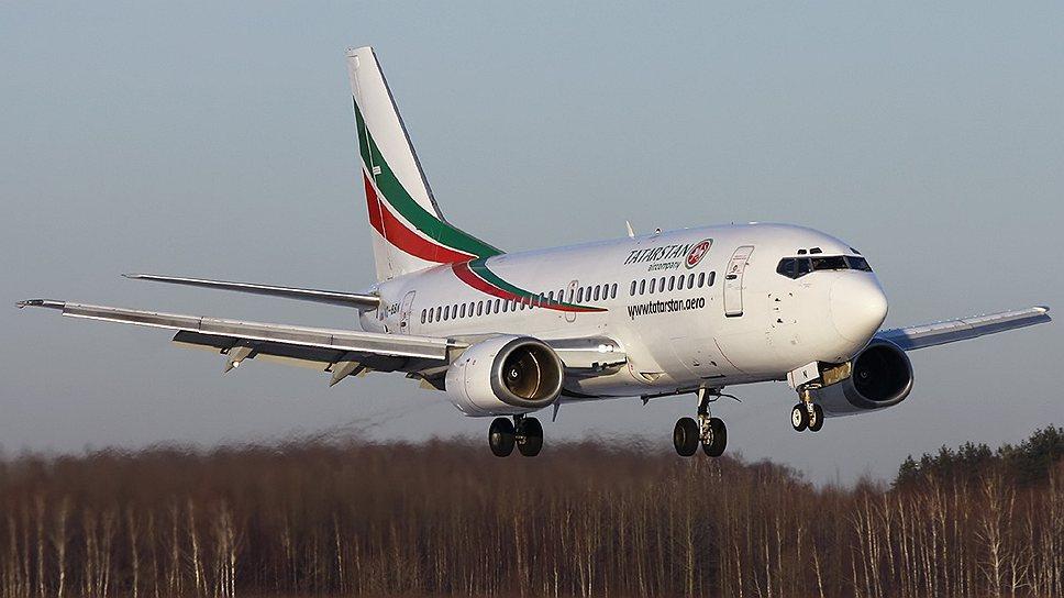 Разбившийся самолет Boeing 737-500 авиакомпании «Татарстан» эксплуатировался 23 года. Свой первый полет самолет совершил 18 июня 1990 года. В «Татарстане» самолет находится в лизинге с 18 декабря 2008 года. Предыдущими эксплуатантами самолета были такие авиакомпании, как Bulgaria Air (с мая 2008 года) и румынская Blue Air (с 1 сентября 2005 года)