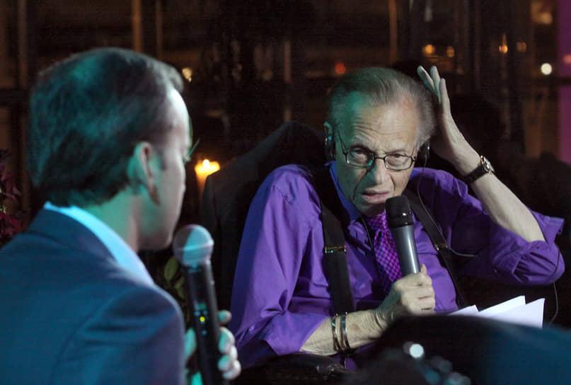 В 2011 году Ларри Кинг приезжал в Москву, чтобы сделать тройное интервью с Алексеем  Венедиктовым, Аркадием Дворковичем и Виктором Вексельбергом. Всем собеседникам было задано 10 одинаковых вопросов: например, почему Дмитрий Медведев не остался на второй срок