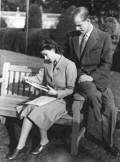 По слухам, Елизавета, как и ее прапрабабушка королева Виктория, сама сделала предложение будущему супругу. Об их помолвке было официально объявлено 9 июля 1947 года