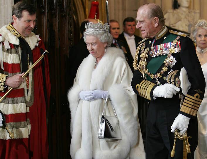 Принца неоднократно пытались обвинить в наличии внебрачных детей, а его связь с двоюродной сестрой королевы когда-то чуть не обернулась национальным скандалом