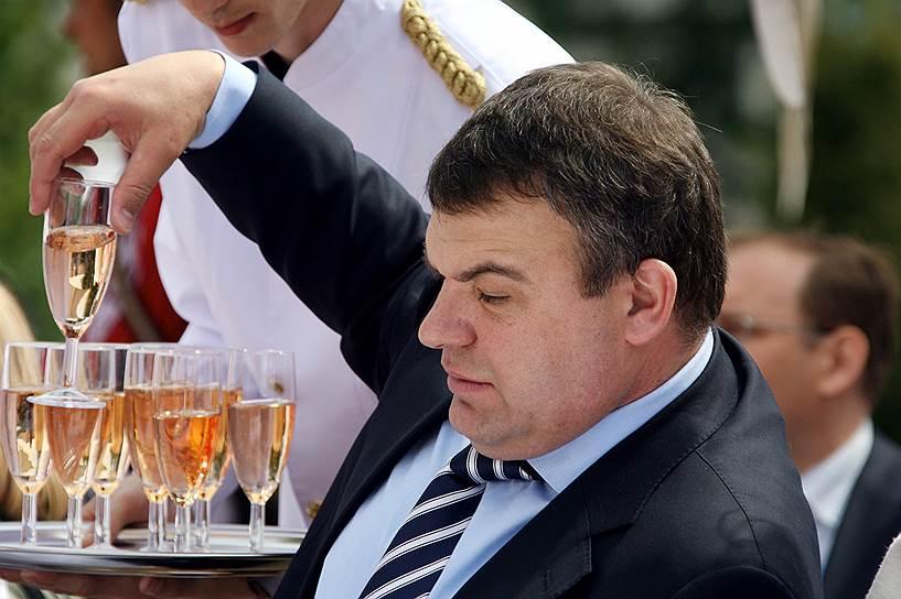 6 марта 2013 года бывший министр обороны России Анатолий Сердюков был амнистирован органами следствия. Основанием стало то, что экс-глава Минобороны, обвинявшийся в халатности, допущенной при благоустройстве за армейский счет базы отдыха «Житное» в Астраханской области, подпадает под категорию защитников отечества