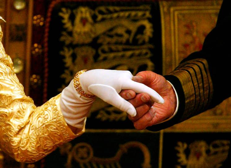К празднованию «благодатной свадьбы» в 2017 году британские кондитеры решили повторить свадебный пирог 1947 года. В 2020 году супружеская чета отметила 73-ю годовщину свадьбы. Правнуки принц Джордж, принцесса Шарлотта и принц Луи (дети принца Уильяма и Кейт Миддлтон) подарили им большую самодельную открытку. Всего у королевы и принца восемь внуков и девять правнуков