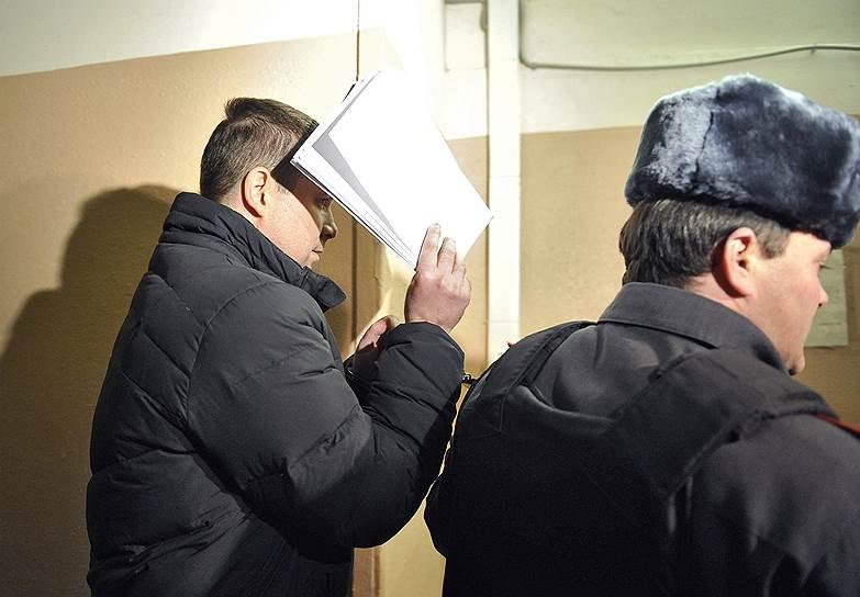 Бывший генеральный директор склада Московского округа ВВС  и гражданский муж Екатерины Сметановой Максим Закутайло был арестован 1 ноября 2012 года по подозрению в мошенничестве (позднее оба были освобождены под подписку о невыезде). К концу ноября ущерб от хищений СКР оценивал уже в 6,7 млрд руб. Дальнейшее расследование дела «Оборонсервиса» выявило 29 эпизодов хищения военной недвижимости, земель и акций крупных предприятий