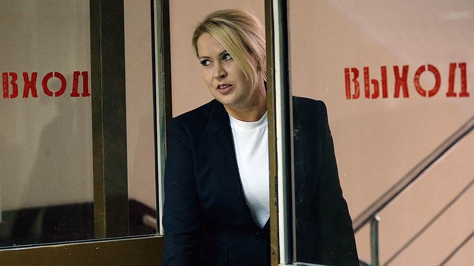 30 апреля 2015 года гособвинение запросило для фигурантов дела условные сроки. 6 мая Пресненский суд Москвы признал Евгению Васильеву виновной по делу «Оборонсервиса» о хищении 550 млн руб. Она обвинялась в совершении 5 из 12 эпизодов преступлений: превышении должностных полномочий, мошенничестве в особо крупном размере, злоупотреблении полномочиями лицом, выполняющим управленческие функции в коммерческой организации, и легализации денежных средств. Кроме того, виновными признаны еще четыре фигуранта дела: Лариса Егорина, Максим Закутайло, Ирина Егорова и Юрий Грехнев. 8 мая Евгения Васильева была приговорена к пяти годам лишения свободы в колонии общего режима, однако в августе того же года была освобождена по УДО