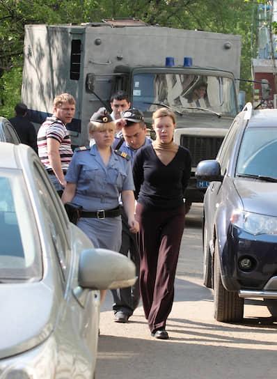 Исполнительный директор клуба Светлана Ефремова во время следственный действий