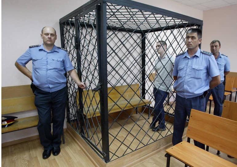 Братья Евгений (на фото) и Алексей Гуровы стали первыми задержанными после убийства 12 человек в станице. У них были обнаружены наркотики. Позже было установлено, что хотя братья и являлись членами банды, данное преступление они не совершали