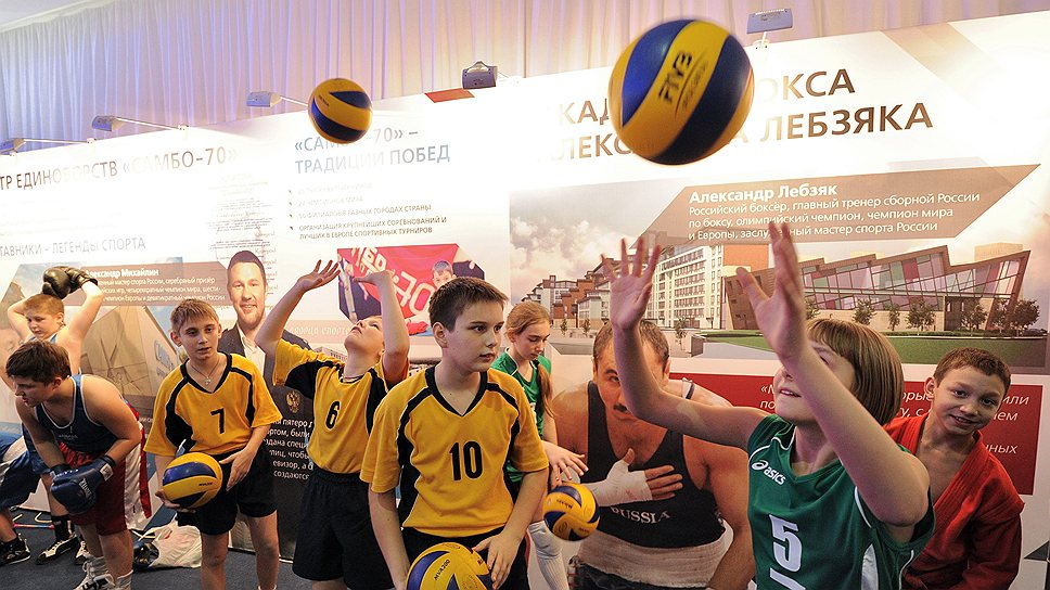 В «Олимпийской деревне» в Новогорске помимо специализированных арен для индивидуальных видов спорта,  появится большой зал для мини-футбола, баскетбола и волейбола. Школу волейбола возглавит известная волейболистка,  двукратный серебряный призер Олимпийских игр (2000 и 2004 гг.) Любовь Соколова