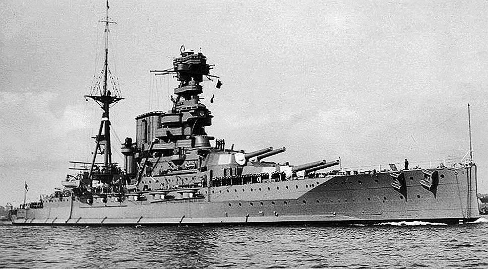 1941 год. Королевский линкор Barham был торпедирован подводной лодкой U-331 близ Соллума (Средиземное море). При опрокидывании корабль взорвался от детонации боезапаса. Из находившегося на борту экипажа почти никто не спасся