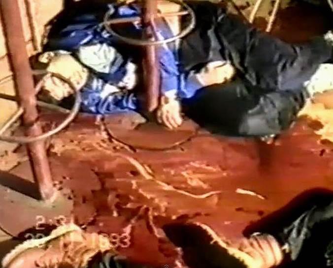 1993 год. Одна из самых жестоких бандитских разборок начала 1990-х годов — члены Слоновской ОПГ устроили расстрел в клубе завода «Рязсельмаш» в Рязани. Погибли 8, ранены 9 человек