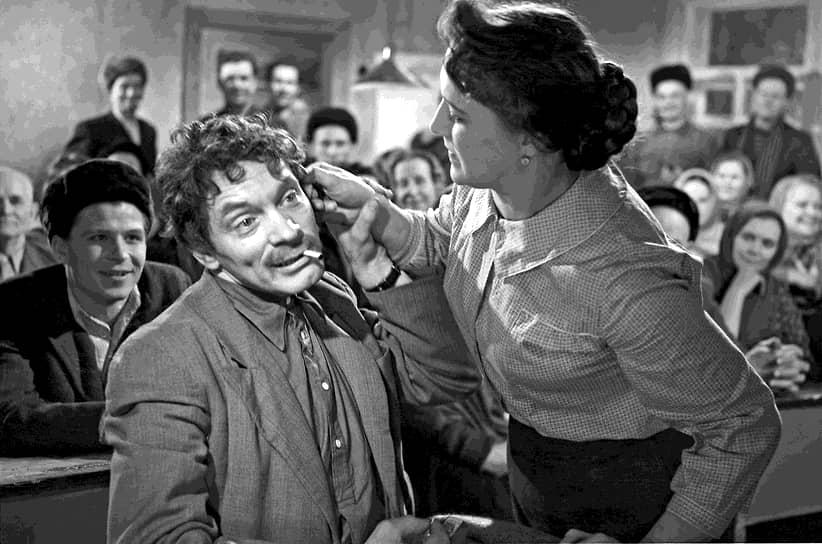 Основное актерское амплуа Нонны Мордюковой — образ простой и сильной женщины с трудной судьбой — сложился еще в фильмах 1950-х годов. В 1960 году актриса вдохновила драматурга Будимира Метальникова специально для нее написать «Простую историю» (кадр из фильма на фото), в которой исполнила одну из лучших своих ролей