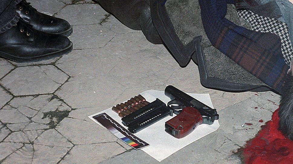 В ответ на это 31 марта 1994 года был застрелен Максимов. На его отпевании 3 апреля «айрапетовскими» была предпринята попытка взорвать «слонов», но взрывчатка с радиоуправляемым взрывателем сработала в 150 м от храма18 ноября 1994 года членом группы Леонидом Степаховым по кличке Пузырь был застрелен Дмитрий Кочетков, лидер Кочетковской ОПГ, а в феврале 1995 года — лидер еще одной рязанской группировки Александр Архипов. Так «слоны» стали крупнейшей ОПГ в Рязани