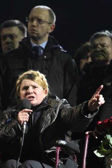 «Я буду гарантом того, что вас больше никто не предаст. Я буду гарантом того, что вы будете знать, что происходит за кулисами. Я, как один из политиков, который не просто кается, я хочу попросить у вас прощения, я хочу сейчас извиниться перед вами за всех политиков. Я хочу одна за всех сказать вам, что политики до сих пор были недостойны вас»<br> На Майдане Юлия Тимошенко выступала в инвалидной коляске. Спустя несколько дней госпожа Тимошенко появилась на публике уже без нее