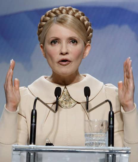 Второй раз с премьерского поста Юлия Тимошенко вынуждена была уйти в марте 2010 года на волне газового скандала. Тогда выяснилось, что российский газ был закуплен по ее указанию и без директив президента по цене, превышающей $500 за тысячу кубометров