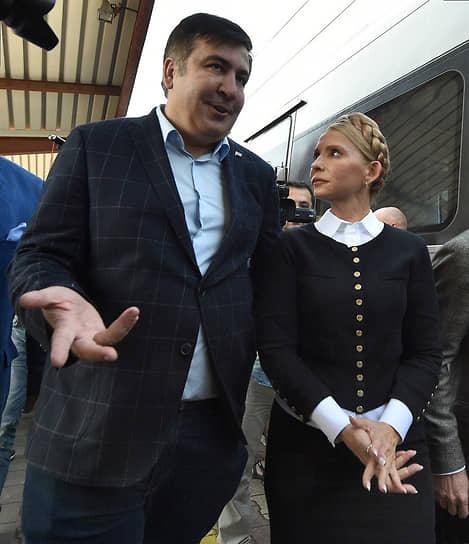 В 2017 году госпожа Тимошенко поддержала оппозиционную деятельность экс-президента Грузии, бывшего главы администрации Одесской области Михаила Саакашвили. 10 сентября ему удалось при помощи сторонников вернуться на территорию Украины, перейдя польско-украинскую границу (на фото)